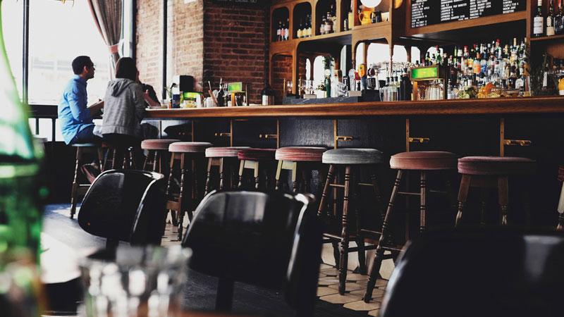 poche e semplici idee per rinnovare il tuo bancone bar