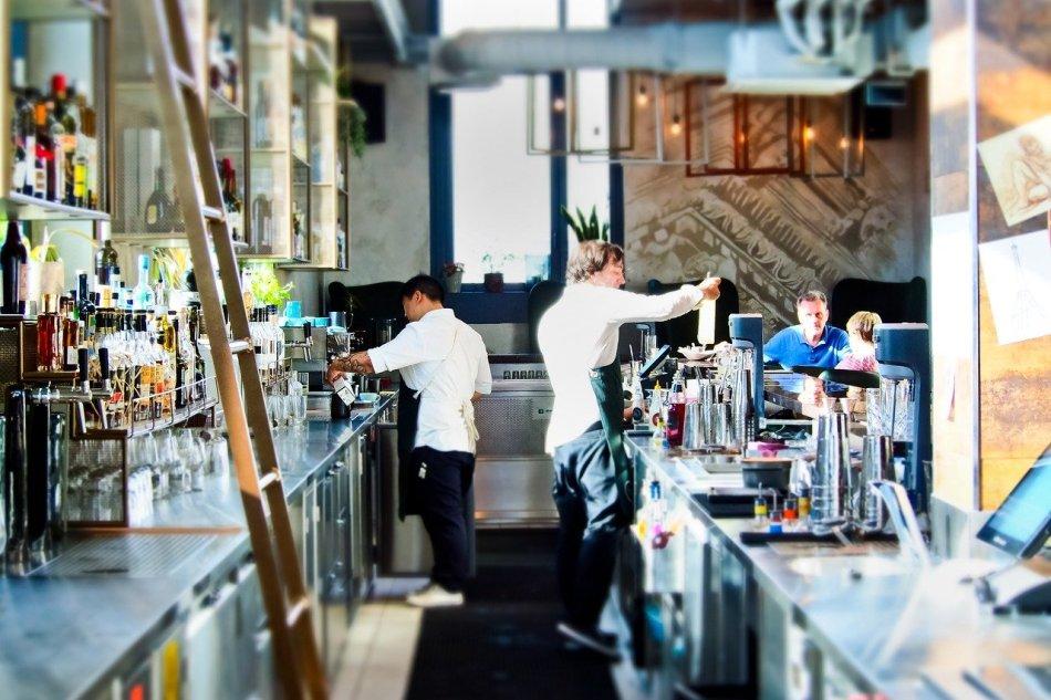 organizzare al meglio, in fase di progettazione, il retrobanco di un bar partendo da alcune considerazioni sulla sua funzione e le sue caratteristiche.